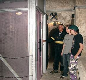 Fárání do podzemí výtahem