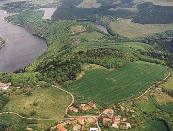 Letecký pohled na ostrožnu s oppidem Hrazany - foto ÚAPPSČ