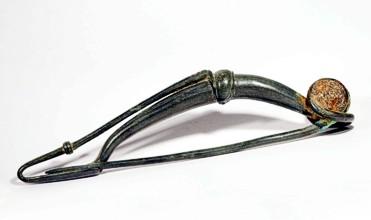 Bronzová spona z doby laténské nalezená při výzkumu keltského oppida Hrazany