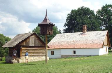 Dům čp. 10 z Mašova a špýchar usedlosti čp. 3 z Arnoštovic spolu s holubníkem